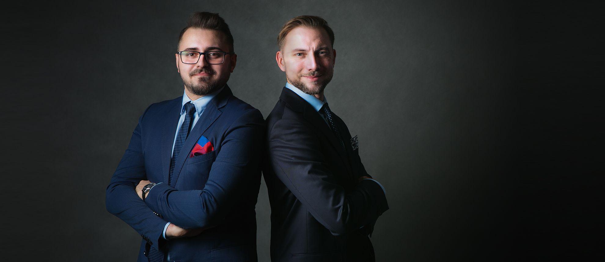 Paweł Kamiński i Paweł Biernacki z PRO WATCHES w garniturach