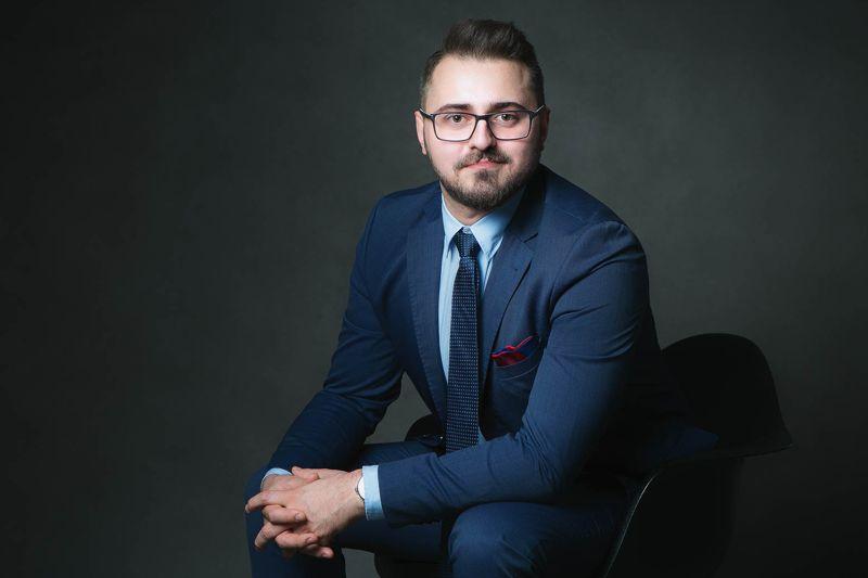 Paweł Kamiński, właściciel PRO WATCHES s.c. w granatowym garniturze