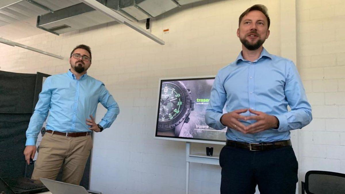 prezentacja w siedzibie marki traser w Niederwangen. Prowadzący (od lewej) Paweł Kamiński i Paweł Biernacki z PRO Watches